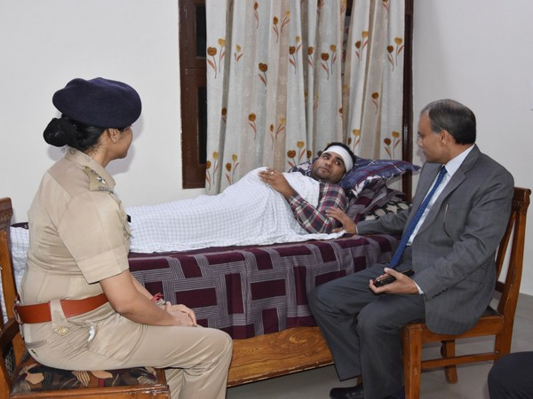 Delhi Police Commissioner Amulya Patnaik with a policeman who sustained injuries in the clash.