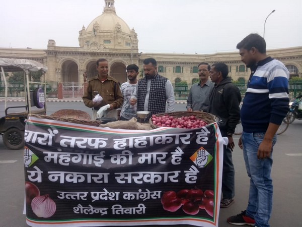 Congress workers staging a protest in Lucknow on Friday against the rise in onion prices. Photo/ANI
