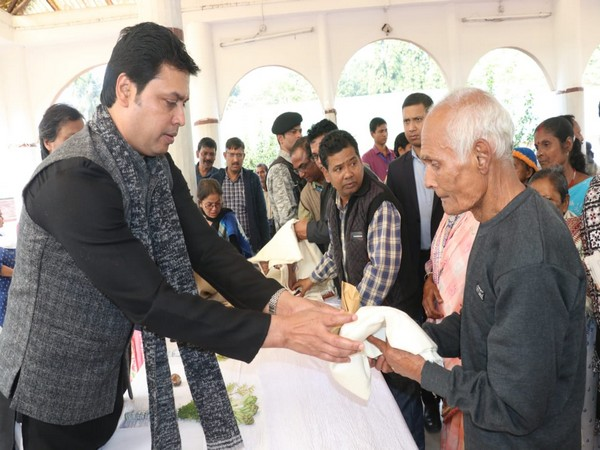 Tripura Chief Minister Biplab Kumar Deb giving away shawl to an inmate at Mahatma Gandhi Memorial Old Age Home at Narsingarh in Tripura on Wednesday. Photo/ANI