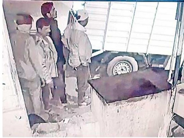 CCTV grab showing the people who stole the ATM machine. Photo/ANI