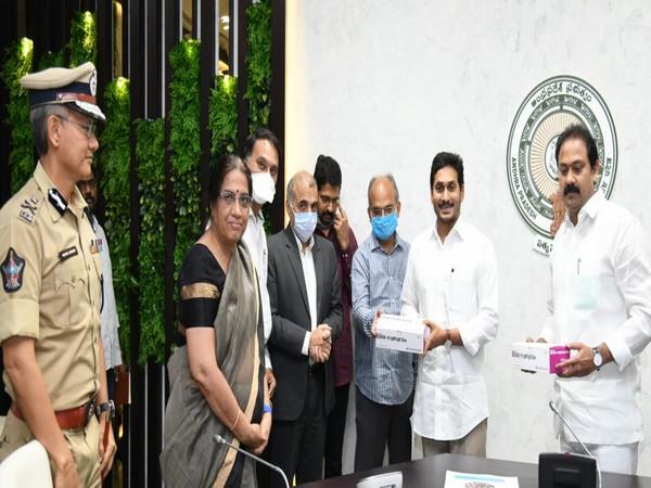 Andhra Pradesh CM YS Jaganmohan Reddy displaying the COVID-19 rapid testing kits in Amaravati on Friday.