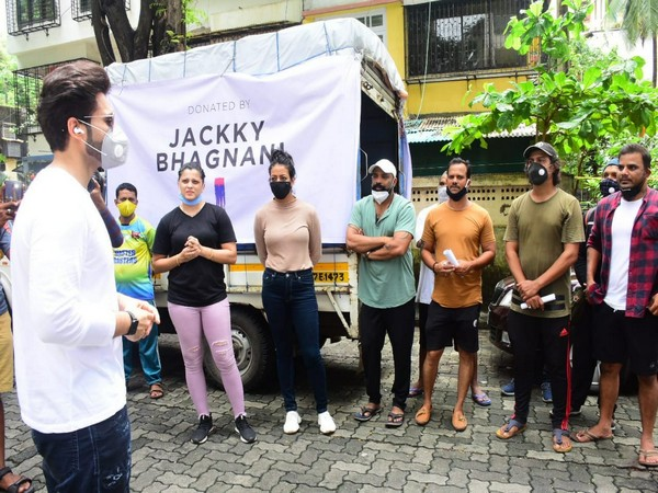 Jackky Bhagnani donating essentials to families of dancers