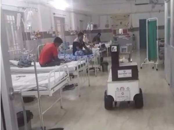 ECoR deploys 'Med Robo' to assist hospital staff to serve COVID patients (Photo/ANI)