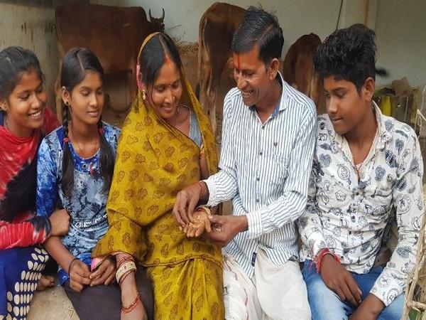 Tirath Sahu, his wife Keja Bai and their children (Photo/ANI)
