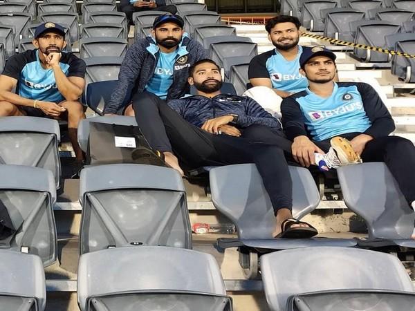 Mohammad Shami, Mohammed Siraj, Rishabh Pant, Wriddhiman Saha and Shubman Gill (Photo/ Team India Instagram)