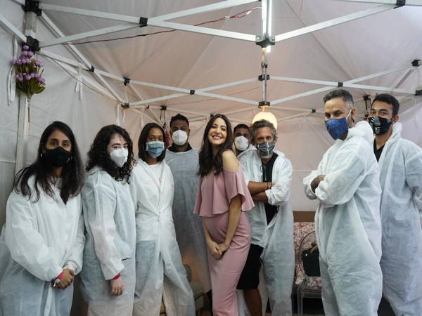 Anushka Sharma with her team