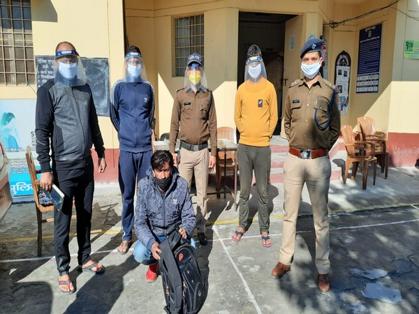Police along with the accused in Uttarkashi.