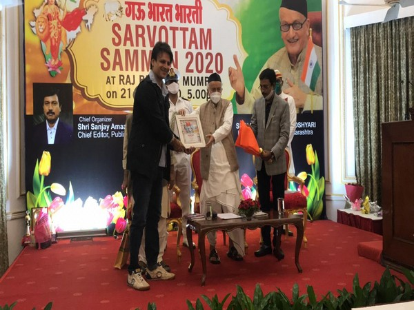 Vivek Oberoi receives Sarvottam Samman from Governor of Maharashtra