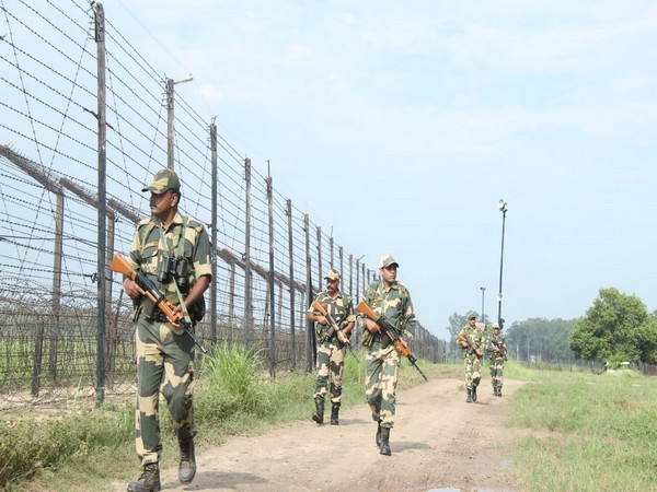 Border Security Force on duty at Punjab border. (Image courtesy: BSF)