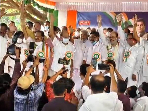 Kerala Congress-led United Democratic started its election campaign by 'Aishwarya Kerala Yatra' on Sunday. (Photo/ANI)
