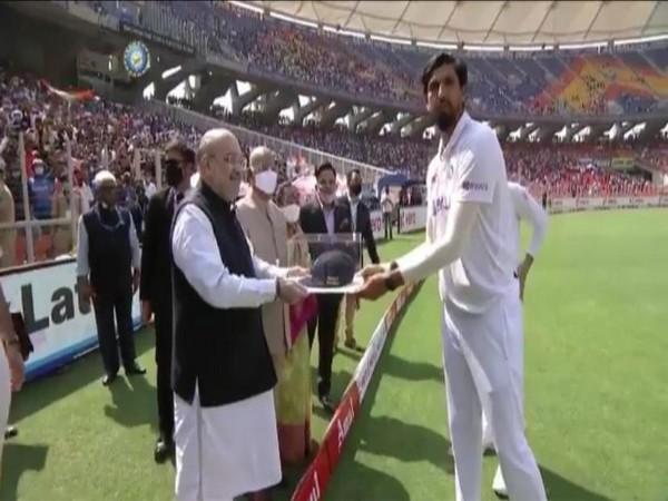 Home Minister Amit Shah with Ishant Sharma. (Photo/ BCCI Twitter)