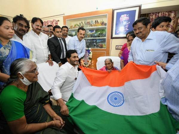 YS Jaganmohan Reddy felicitated Ghantasala Sita Mahalakshmi on Friday. [Photo/ANI]