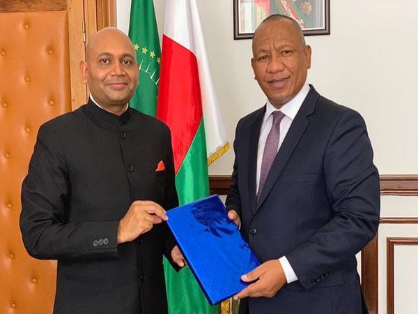 Indian envoy Abhay Kumar with Madagascar Prime Minister Christian Ntsay.
