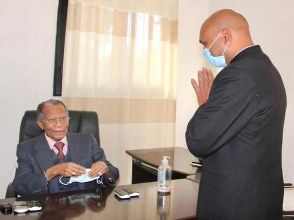 Indian envoy Abhay Kumar with former Madagascar President Didier Ratsiraka.