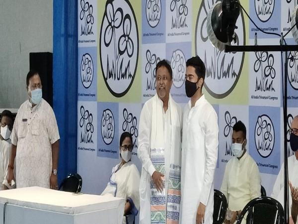 Mukul Roy and his son Subhranshu Roy joined Trinamool Congress (TMC) on Friday in Kolkata (ANI).