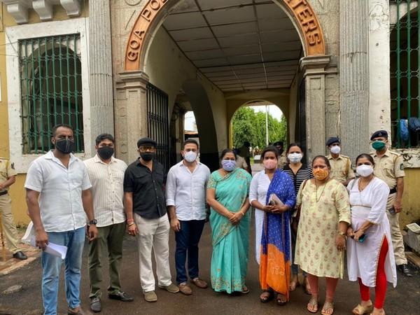Congress members at Goa Police Headquarters