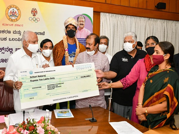 Karnataka CM felicitates Olympic-bound swimmer Srihari Nataraj