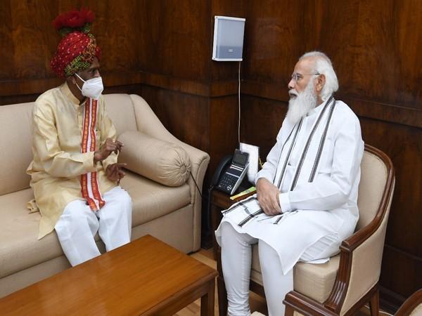 Haryana Governor Bandaru Dattatreya with Prime Minister Narendra Modi (Photo/Twitter)