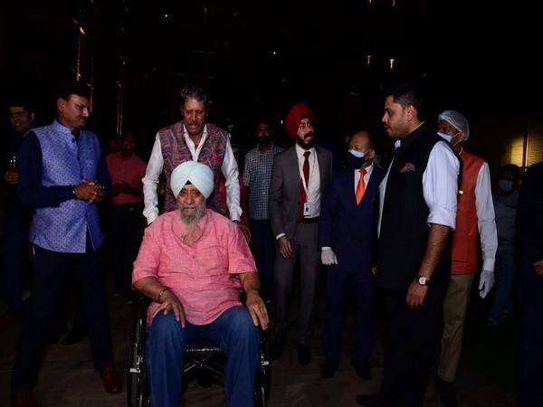 Former India skipper Kapil Dev with Bishan Singh Bedi