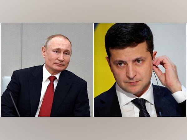 Russian President Vladimir Putin (L) and Ukrainian President Volodymyr Zelenskyy (R)