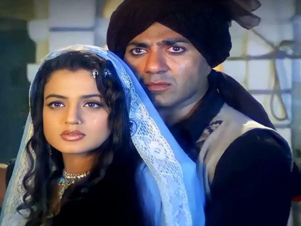 A scene from 'Gadar: Ek Prem Katha' starring Sunny Deol and Ameesha Patel (Image source: Instagram)