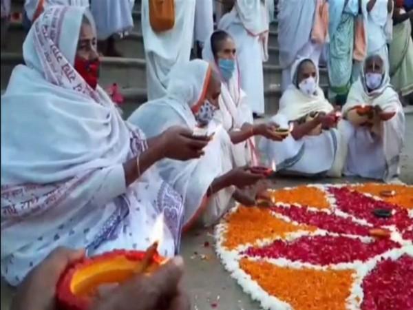 Many elderly widows celebrate Deepawali at Keshi Ghat (ANI Photo)