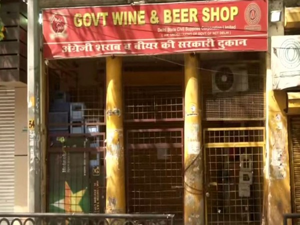 A closed shop of wine amid the coronavirus lockdown. Photo/ANI