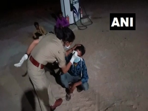 Footage of the viral video in which the police woman scribbled on the forehead of labourer. Photo/ANI