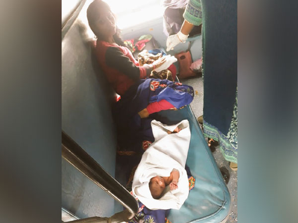 A woman gave birth to a baby in running train on Sunday night. Photo/ANI