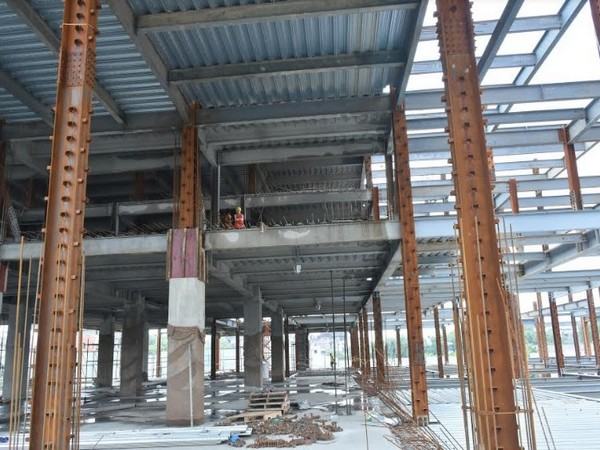 Work in progress at Omaxe Chowk
