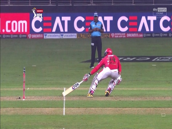 Chris Jordan running between the wickets during match against Delhi Capitals (Photo/ Virender Sehwag Twitter)