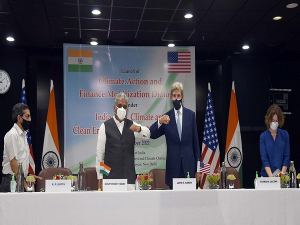 Union Cabinet Minister for Environment, Forest & Climate Change, Bhupender Yadav and US Special Presidential Envoy for Climate John Kerry. (ANI)
