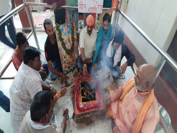 The yagna being conducted by Shiv Sena unit in Varanasi on Wednesday. Photo/ANI