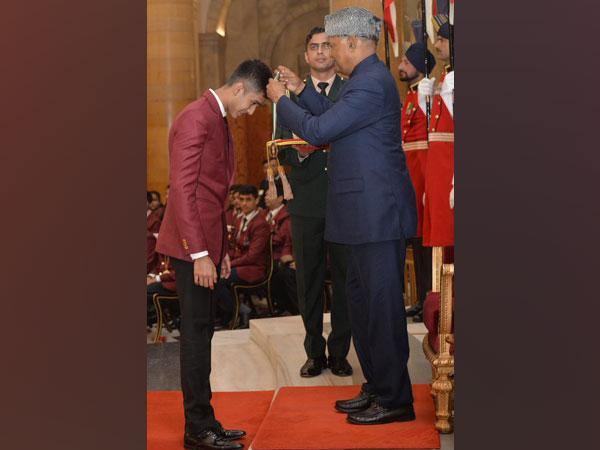 Yash Aradhya being awarded the Pradhan Mantri Rashtriya Bal Puraskar by President Ram Nath Kovind. (Photo/ Ministry of WCD Twitter)