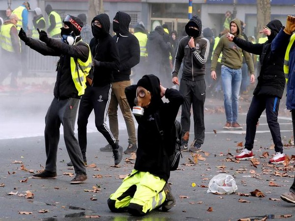 'Yellow vest' protesters clash with police in Brussels on Saturday