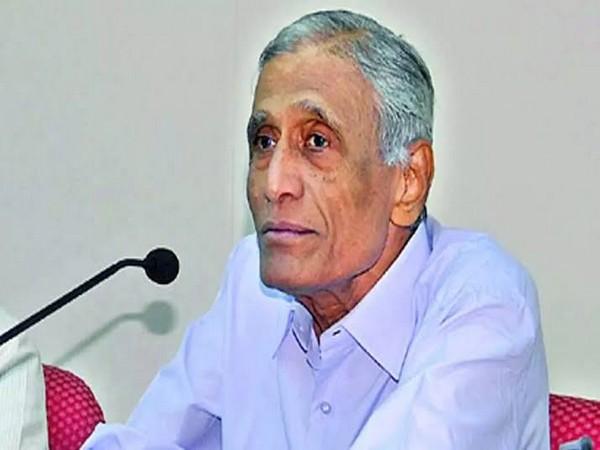 Former bureaucrat BN Yugandhar (Photo Credits: Vice President of India Twitter)