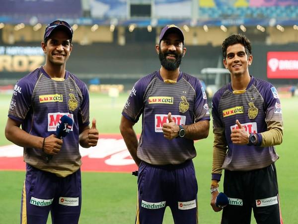 Shivam Mavi and Kamlesh Nagarkoti with Dinesh Karthik (Photo/ iplt20.com)
