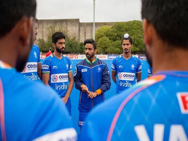 Skipper Manpreet Singh briefing the team (Image: Hockey India)