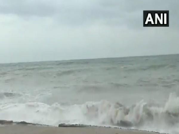 High Waves in Gujarat coast (Photo/ANI)