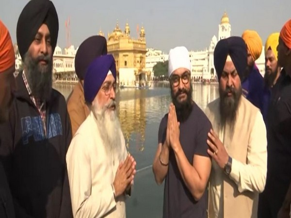 Aamir Khan at the Golden Temple in Amritsar, Punjab, on Saturday. Photo/ANI