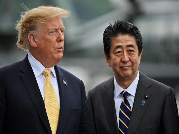 US President Donald Trump (L) with Japanese PM Shinzo Abe (R) (Photo/Reuters)