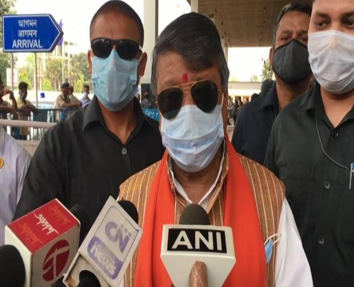 BJP leader Kailash Vijayvargiya speaking to media on Monday.