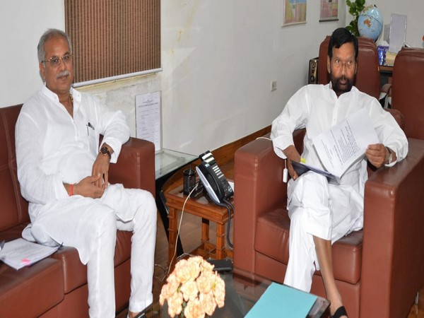 Chhattisgarh Chief Minister Bhupesh Singh Baghel (left) met Union Minister Ram Vilas Paswan on Wednesday in New Delhi. Photo/ANI