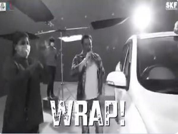 Salman Khan announcing wrap on 'Radhe' (Image courtesy: Twitter)