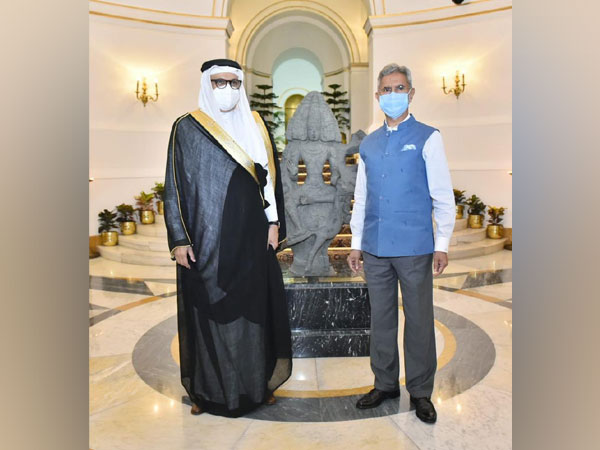 External Affairs Minister S Jaishankar with his Bahraini counterpart Abdullatif bin Rashid Al Zayani (Source: Dr S Jaishankar/Twitter)