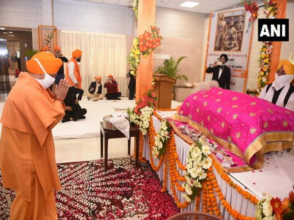Chief Minister Yogi Adityanath today attended Gurbani Kirtan at 5, Kalidas Marg on Sahibzada Day.