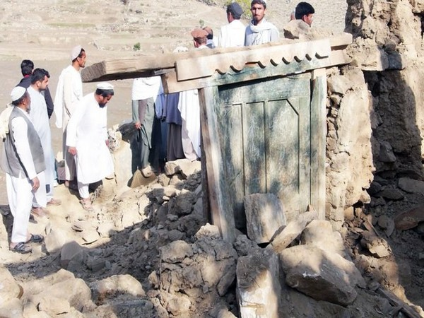 Locals pulling people out of ruins of the collapsed mosque in Nangarhar province on Saturday (Source: Twitter handle of Tolo News)