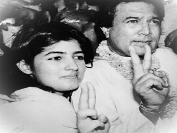 Twinkle Khanna along with father Rajesh Khanna