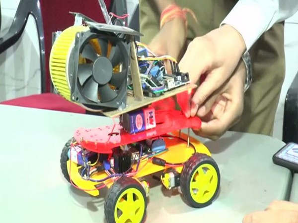 A class 11 student from Kanpur built this device that can act as an air purifier. (Photo/ANI)