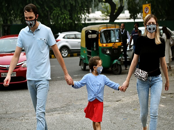 People wearing pollution masks in New Delhi. Photo/ANI